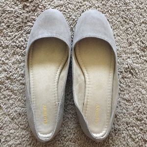 Old Navy ballet flat in taupe color
